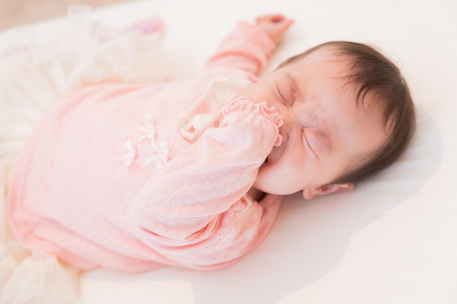 混合育児の粉ミルクの量の決め方や増やし方、授乳間隔は?ミルクを足すタイミングは?【混合育児の進め方】